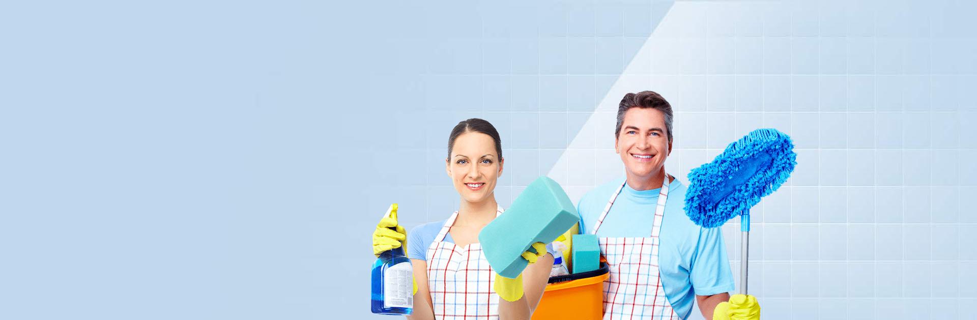 Hombre y mujer de servicios de limpieza